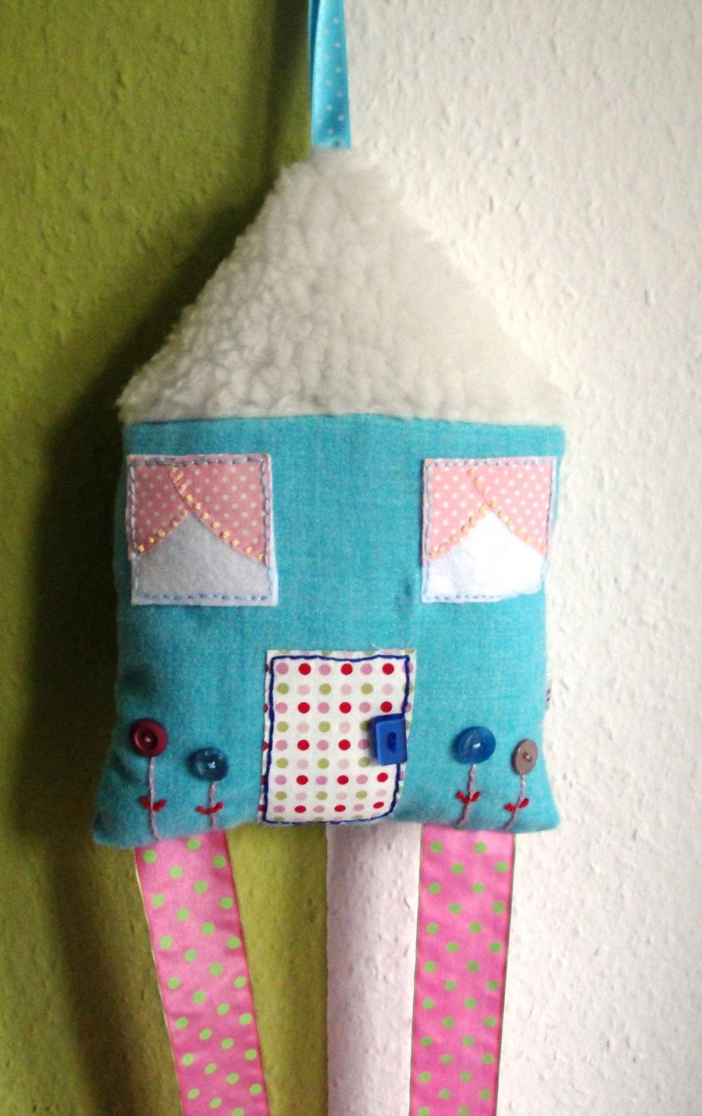 Hairclip Holder* House-Snow in the roof